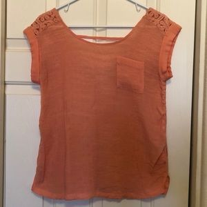 Peach colored top, sz M